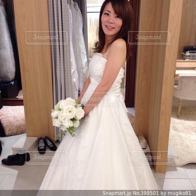女性,ドレス,ウェディングドレス,結婚,衣装合わせ,ウェディング,試着