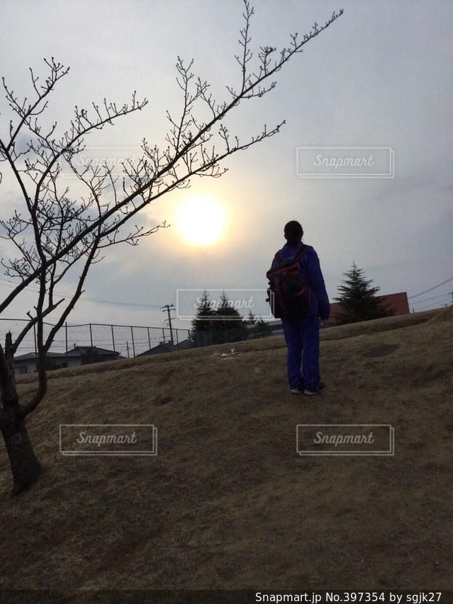 桜,後ろ姿,夕焼け,逆光,練習帰り