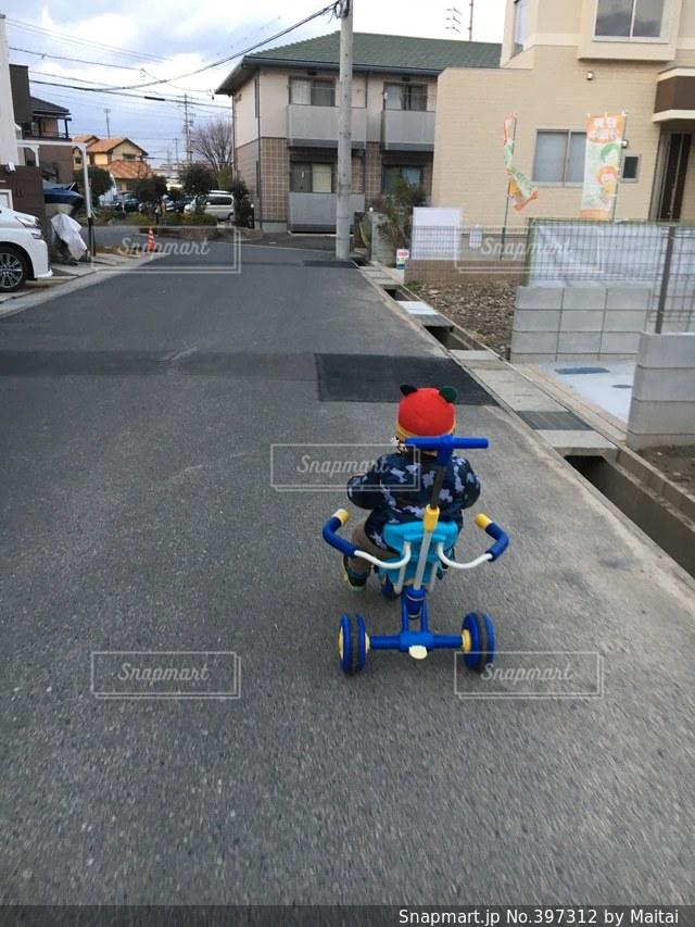 子供,住宅街,幼児,練習,三輪車