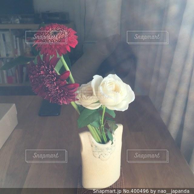 花,女子,テーブル,一人暮らし,二人暮らし