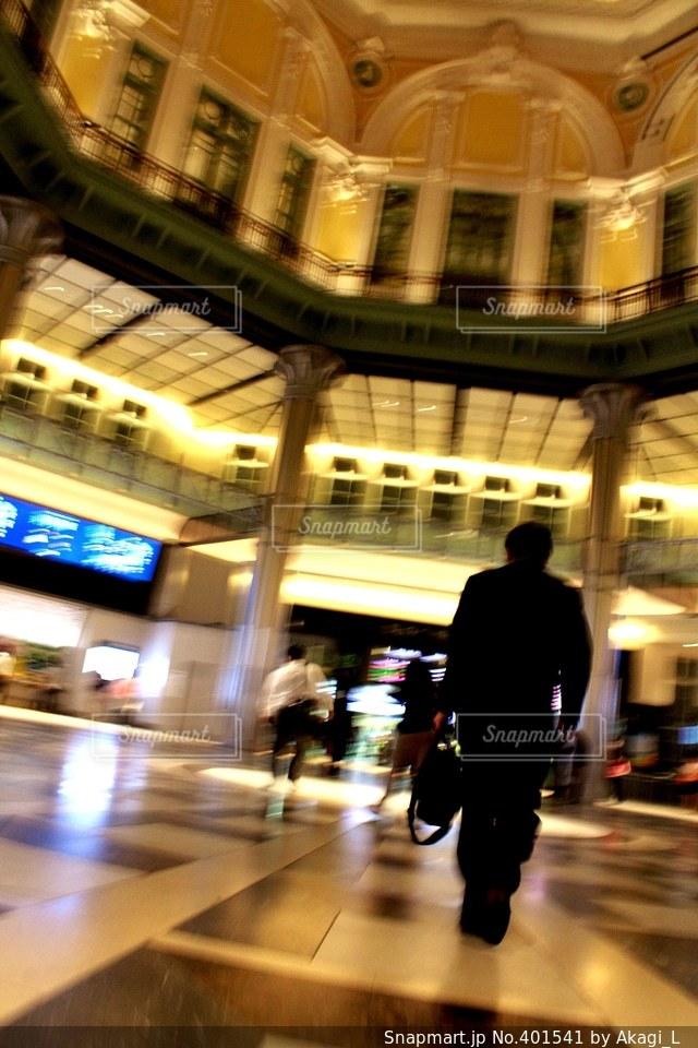 東京,駅,男,背中,建築,スーツ