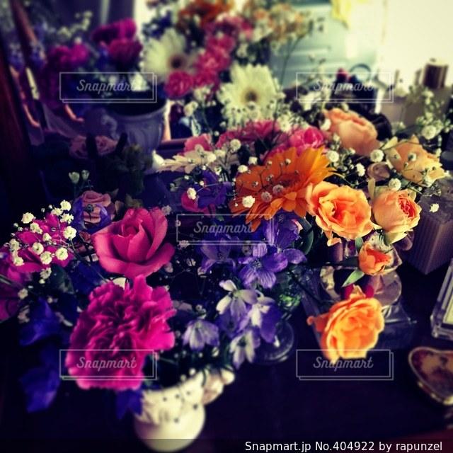 インテリア,花,かすみ草,ピンク,カラフル,紫,部屋,オレンジ,ブーケ,ガーベラ,ドレッサー