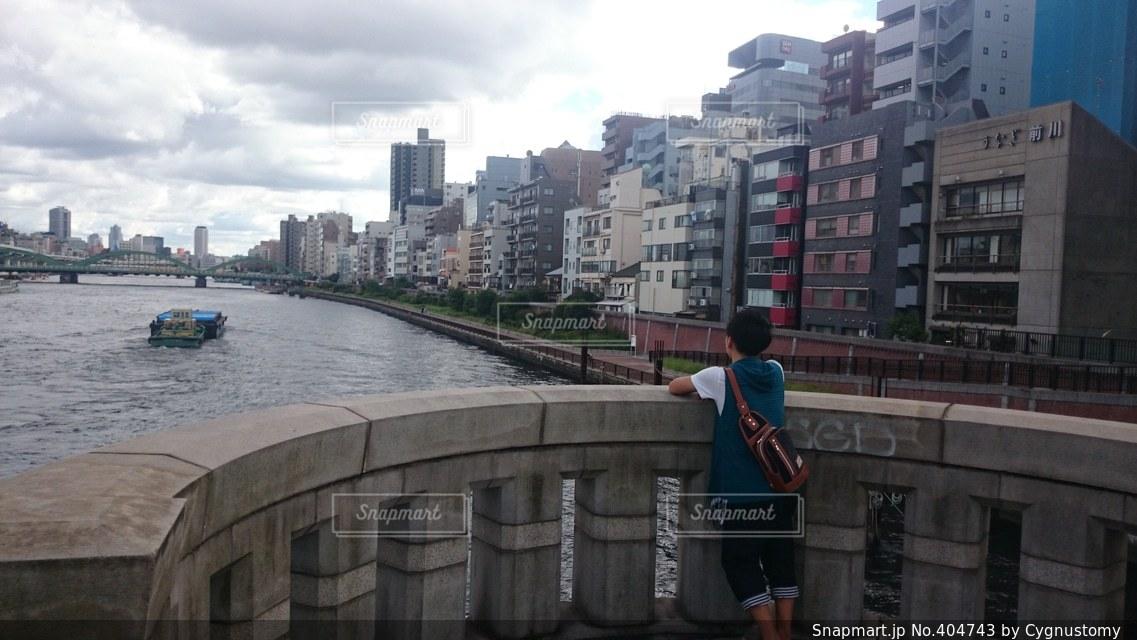 男性,1人,風景,空,建物,橋,東京,雲,船,川,都会,高校生