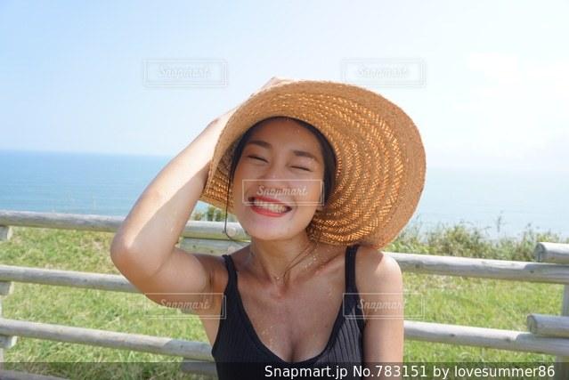 帽子をかぶっている女性の写真・画像素材[783151]