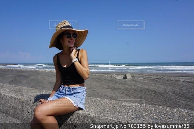 ビーチに立っている人の写真・画像素材[783155]