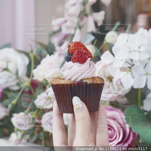 花のように作られたケーキの写真・画像素材[1158621]
