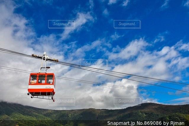 列車は山から降りてきたの写真・画像素材[869086]
