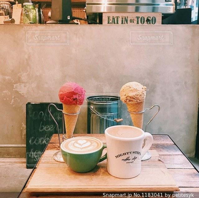 アイスとコーヒーの写真・画像素材[1183041]