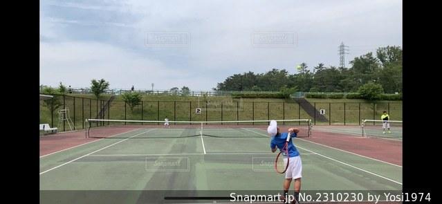 ハードコートでのテニス練習の写真・画像素材[2310230]