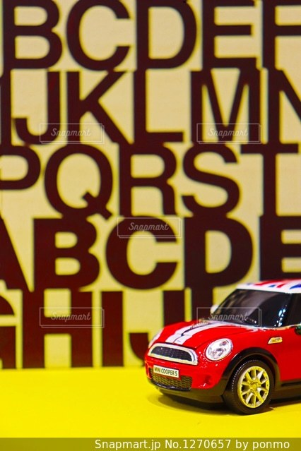 黒と赤の車の写真・画像素材[1270657]