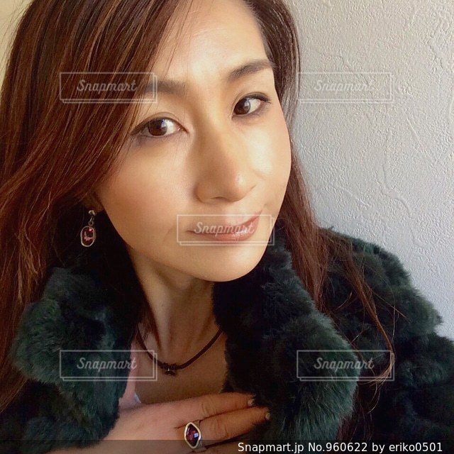 selfie を取る女性 - No.960622
