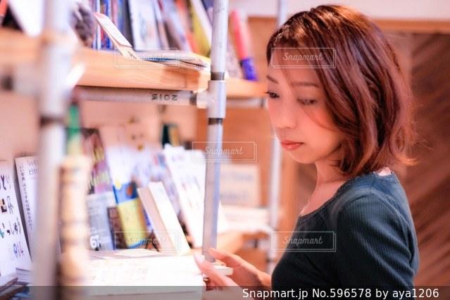 女性の写真・画像素材[596578]