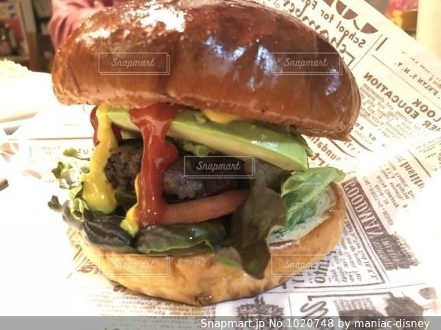 アボカドハンバーガーの写真・画像素材[1020748]