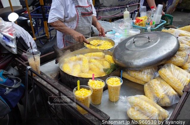 タイのチェンマイ、道端の屋台の写真・画像素材[960530]