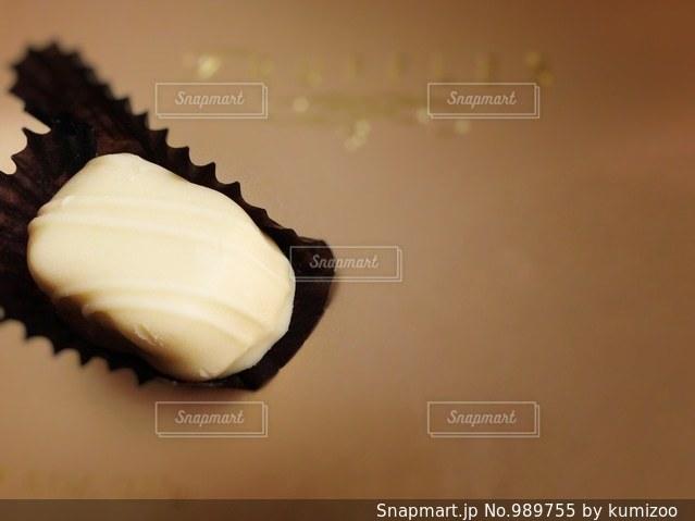 ホワイトのチョコトリュフの写真・画像素材[989755]