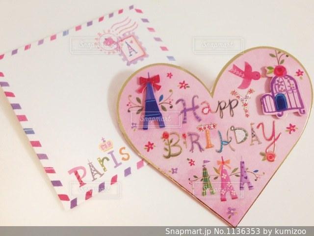 ピンクハートのメッセージカードの写真・画像素材[1136353]