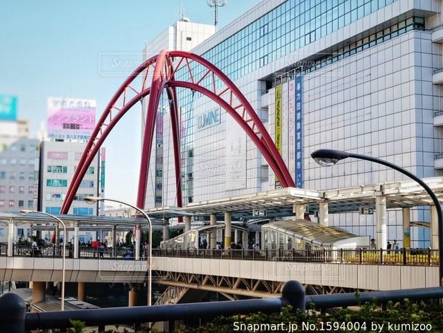近くの橋の上の写真・画像素材[1594004]