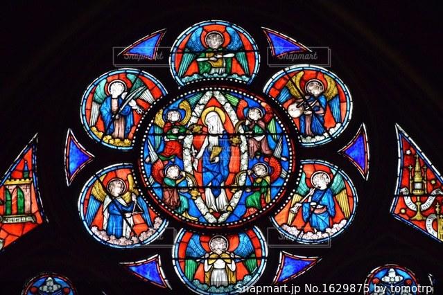 ノートルダム大聖堂のステンドグラスの写真・画像素材[1629875]