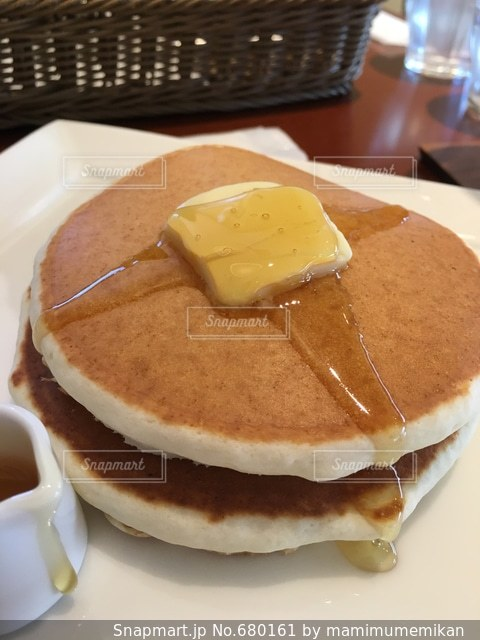 パンケーキ ホットケーキ ケーキ カフェ 午後 おしゃれ 女子会 お菓子 ホットケーキ ケーキの写真・画像素材[680161]