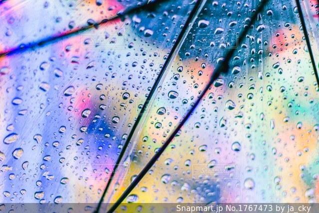 ルミナリエと傘の水滴の写真・画像素材[1767473]