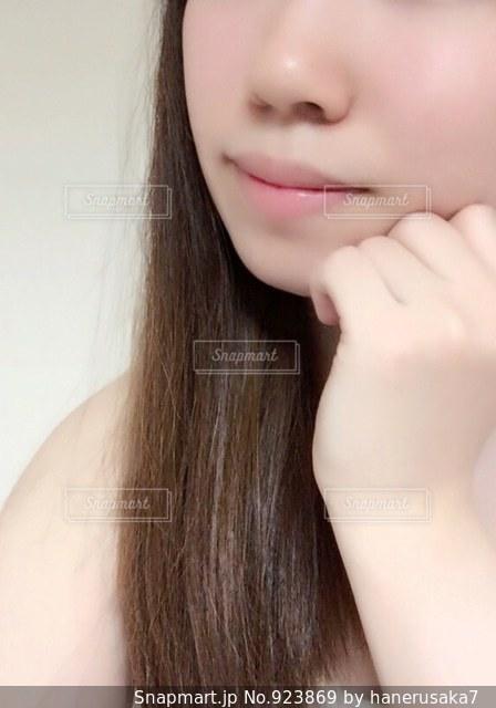 近くの女性のアップの写真・画像素材[923869]