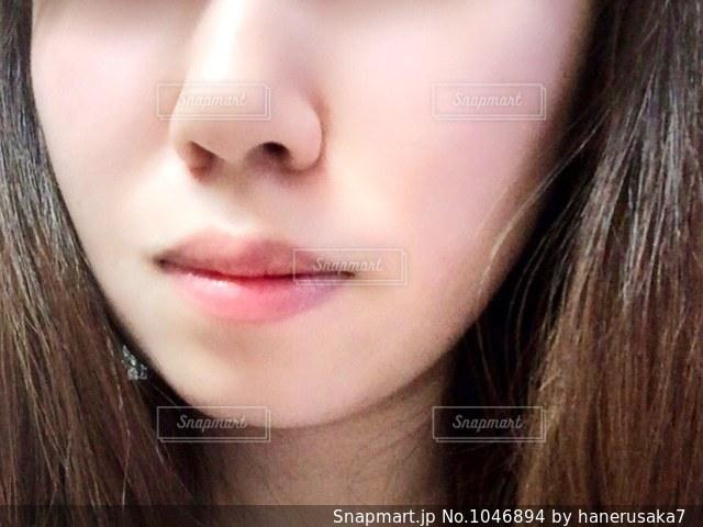 近くの女性のアップの写真・画像素材[1046894]