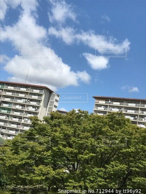 背の高い建物の写真・画像素材[712944]