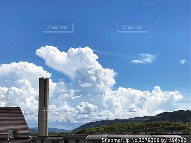 空には雲のグループの写真・画像素材[1379309]