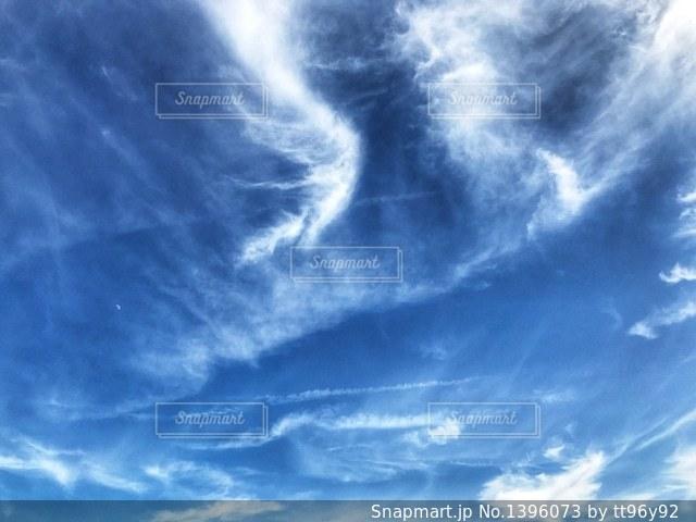 空には雲のグループの写真・画像素材[1396073]