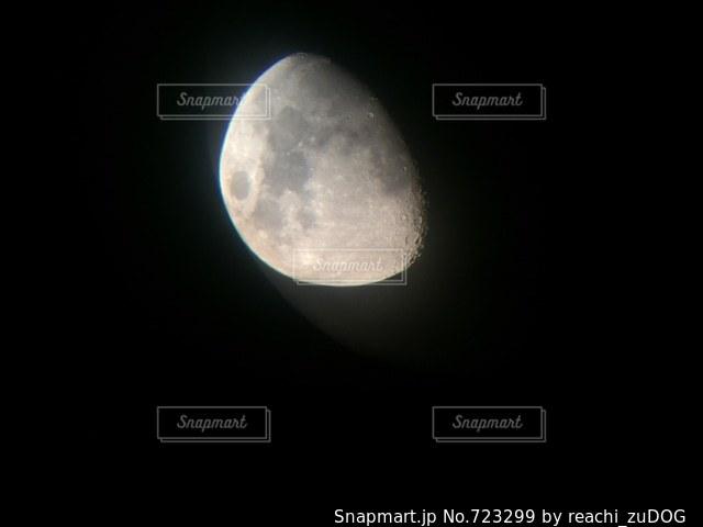 近くの空の満月の写真・画像素材[723299]