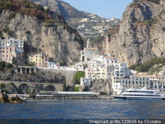 体背景の山と水に囲まれた城の写真・画像素材[720626]