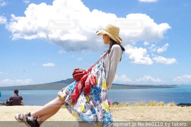 夏空の女子の写真・画像素材[960110]