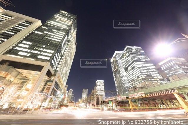 夜の東京オフィス街の写真・画像素材[932755]