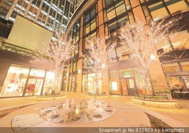 丸の内ブリックスクエアの噴水の写真・画像素材[932929]