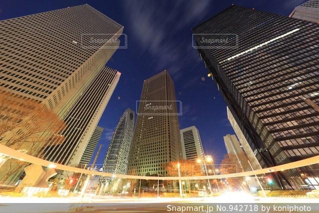 夜の高層ビルの写真・画像素材[942718]
