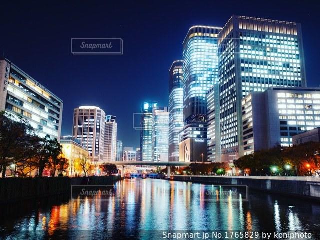 大阪 淀屋橋とビルの夜景の写真・画像素材[1765829]