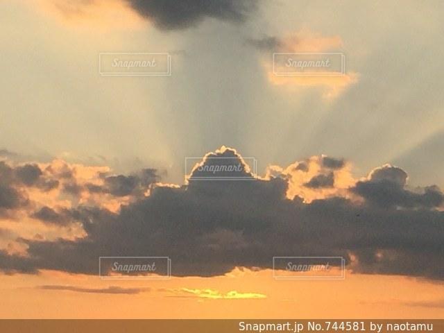 空には雲のグループの写真・画像素材[744581]
