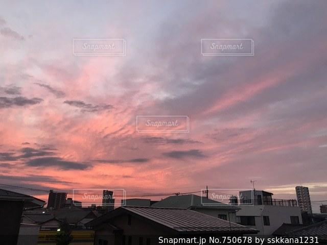 ピンク色の朝焼けの写真・画像素材[750678]