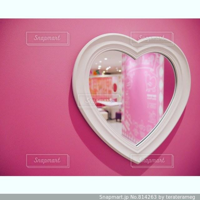 近くにピンクの壁のアップの写真・画像素材[814263]