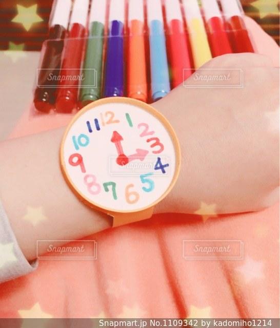 紙コップの腕時計の写真・画像素材[1109342]