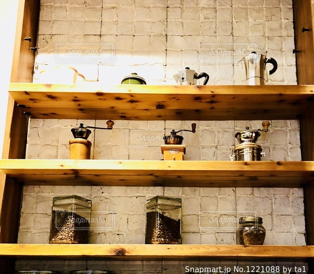 木製の棚の写真・画像素材[1221088]