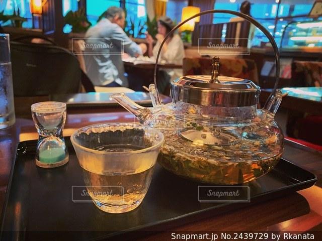喫茶店で紅茶の写真・画像素材[2439729]