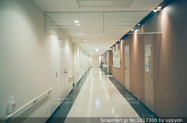 入院中に撮った病院の廊下ですの写真・画像素材[1017300]