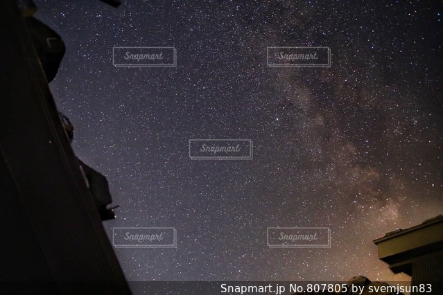 暗い空の男の写真・画像素材[807805]