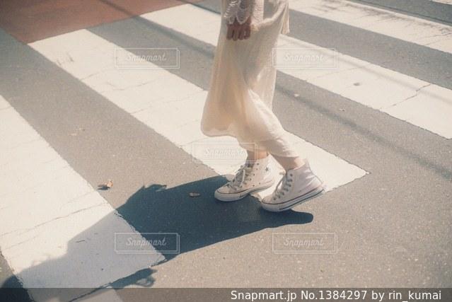 信号渡りの写真・画像素材[1384297]