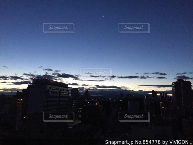 夜の街の景色の写真・画像素材[854778]