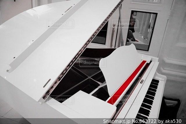 部屋にはピアノの写真・画像素材[863722]