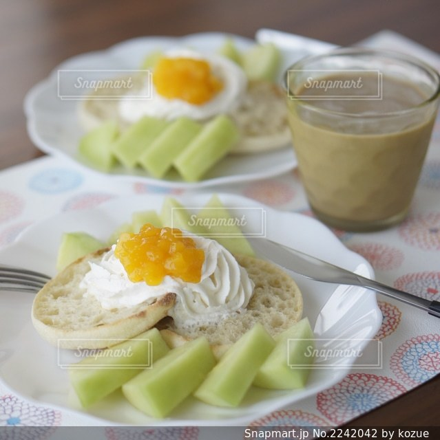 イングリッシュマフィンの朝食の写真・画像素材[2242042]