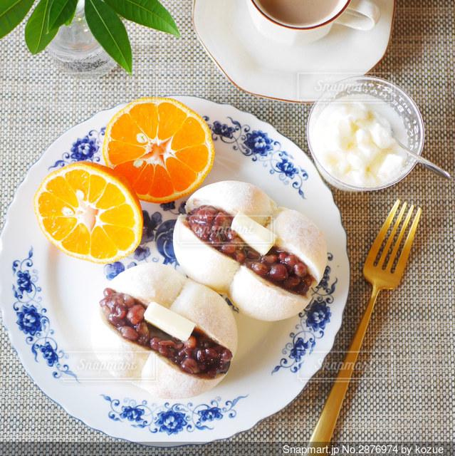 あんバターサンドの朝食の写真・画像素材[2876974]