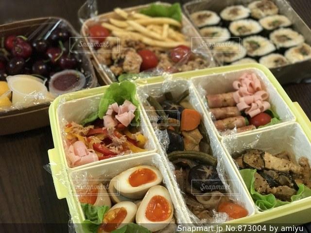 料理の種類でいっぱいのボックスの写真・画像素材[873004]
